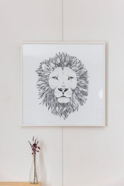 . Le Lion. Monochrome réalisé aux feutres, encre de Chine, crayons et graphites. Reproduction par Digigraphie. Numérotée, Signée, Certifiée à 30 exemplaires